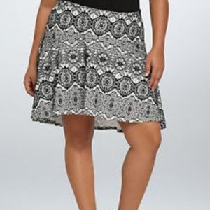 Torrid Black White Lace High Low Skirt Sz 1X